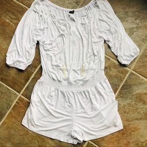 VENUS White Jumpsuit Romper Size Medium